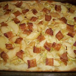 Apple, bacon and leek flatbread