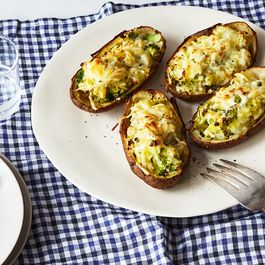 D0b096eb bfd7 4ea6 b8ac 3b6cebc77a91  2017 0822 potato week baked potato stuffed with broccoli and cheese emily dryden 01 1