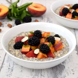 Cfaae541 cd69 4193 a06a 128b5456c40e  peach blackberry overnight oatmeal with chia seeds v600