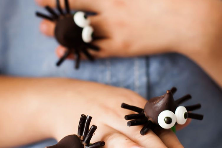 Chocolate Spider Ring Pops