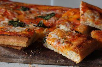 Aae899ae 9aec 4ddd 978e aa30715c2ff2  homemade pizza 2