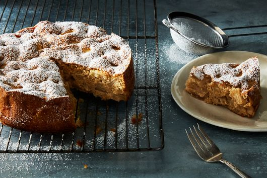 This 4-Ingredient Apple Cake Is As Easy As It Gets