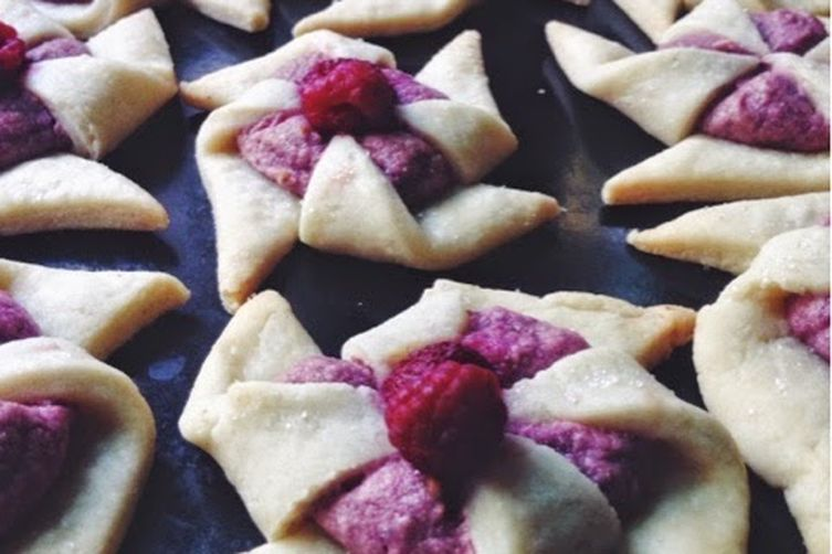 Raspberry Cashew Cream Cheese Pinwheels with Coconut Oil ...