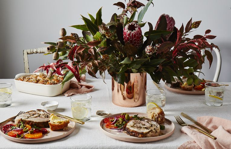 How to Pull Off a Stunning Winter Flower Arrangement, According to a Design Pro