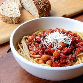 77a53d66 5f16 45b7 8d0a c476388a1539  lr spaghetti w chickpeas and spicy roasted tomato sauce