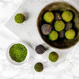 MATCHA AND COCONUT VEGAN PROTEIN BALLS