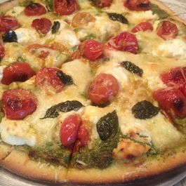 2dff235e 5f61 4f4c a95f 8ea694b14070  pesto pizza with roasted tomatoes and caramelized onions