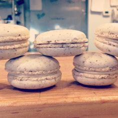Walnut-Maple Macaron