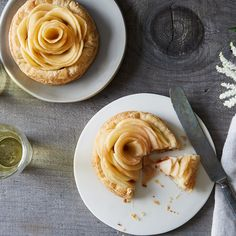 The Prettiest Thing You Can Do with an Apple Is as Easy as Slicing and Baking It
