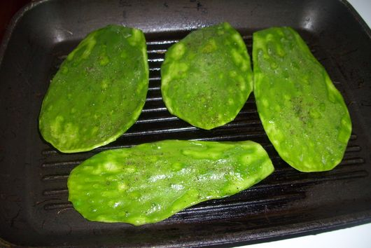 Quesadillas with nopales and  roasted red peppers