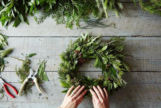 How to Make a Wreath, One Easy Step at a Time