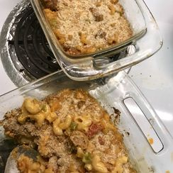 Macaroni and cheese with sausage, celery & tomato