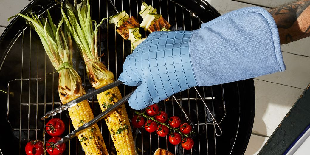 Our silicone oven mitts and pot holders are here to lend a hand (thanks to 25,000 of your smart opinions!)