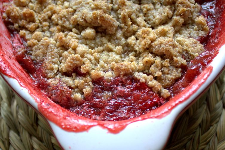 Strawberry and almond crumble (gluten-free)