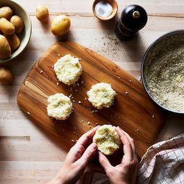 7beb713a 77e4 4be3 88af ff717ab021bf  2017 0824 potato week mashed potato cakes julia gartland 106