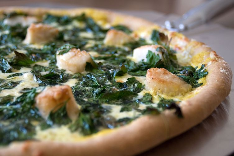 sea scallop, flat-leaf parsley & white wine cashew cream sauce pizza