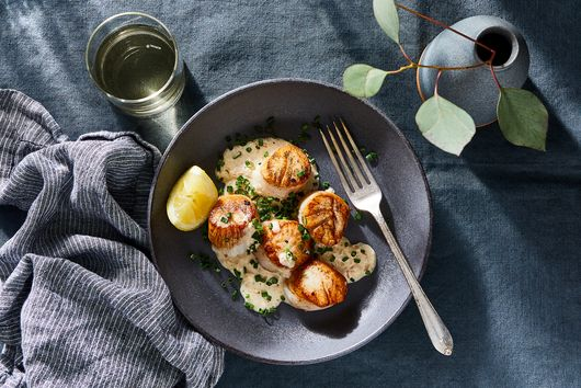 Pan-Seared Scallops With Horseradish Cream Sauce
