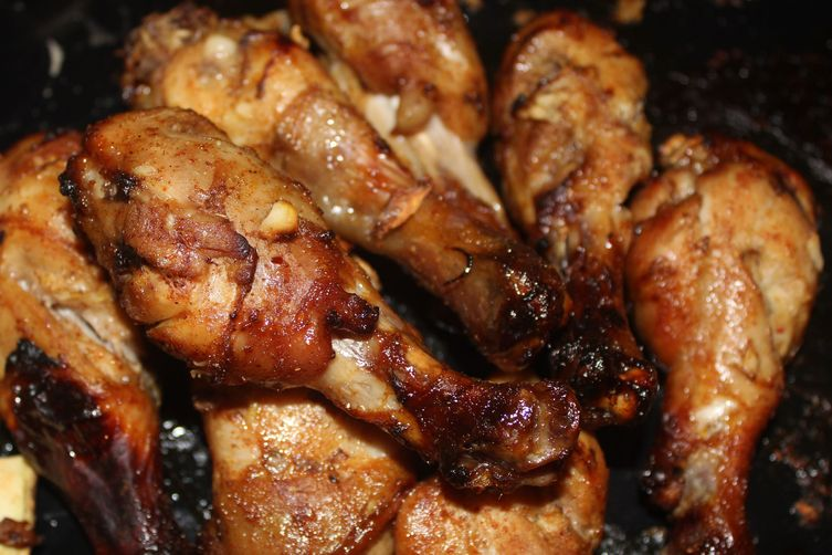 STICKY MAPLE-GLAZED CHICKEN DRUMSTICKS