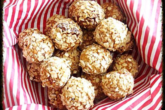 Saint pecan & oatmeal balls