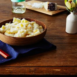 E53b957e ebad 49ac 88e8 a8a5474b4852  2016 0322 mac and cheese with apricots and chevre bobbi lin 3277 1