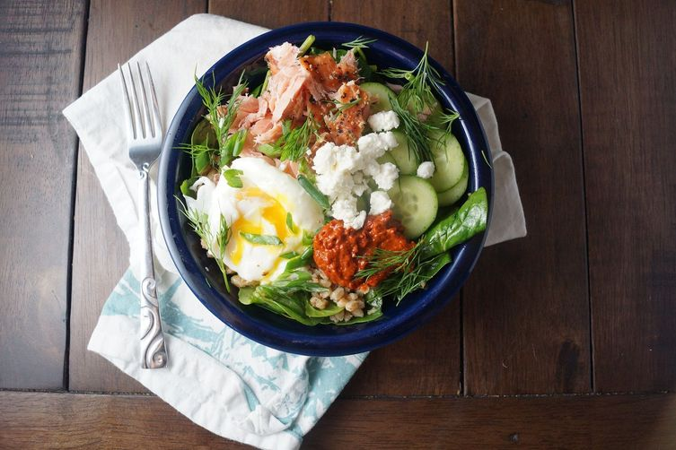 Smoked Salmon, Spinach & Farro Bowls