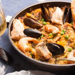 0d9b421e 11d6 4147 844a e734c258981c  spanish seafood paella 3