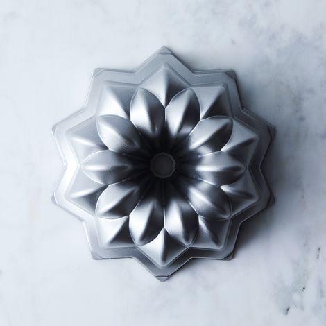 Nordic Ware Vintage Star Bundt Pan