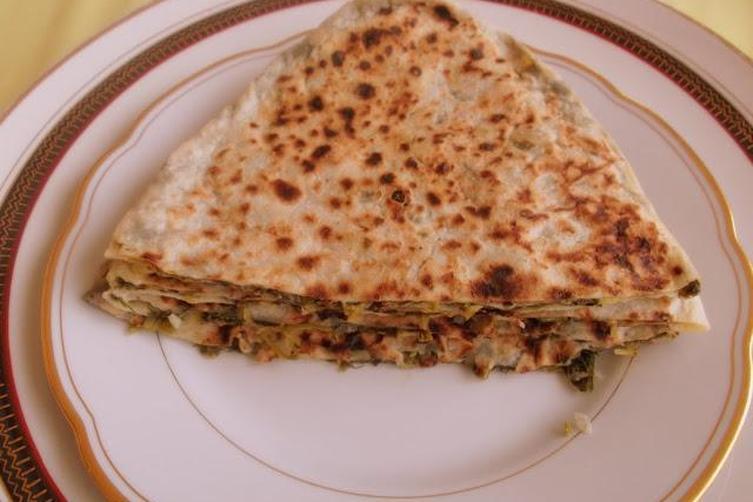 Kutabi, Azerbaijani Savory Pancakes Filled with Greens and Herbs