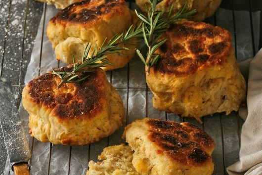 10 minute cheese and herb bread rolls.