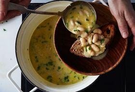 6463d7c0 46ce 4bc0 937c 3656198c42c2  2016 0412 genius italian white bean soup bobbi lin 21796