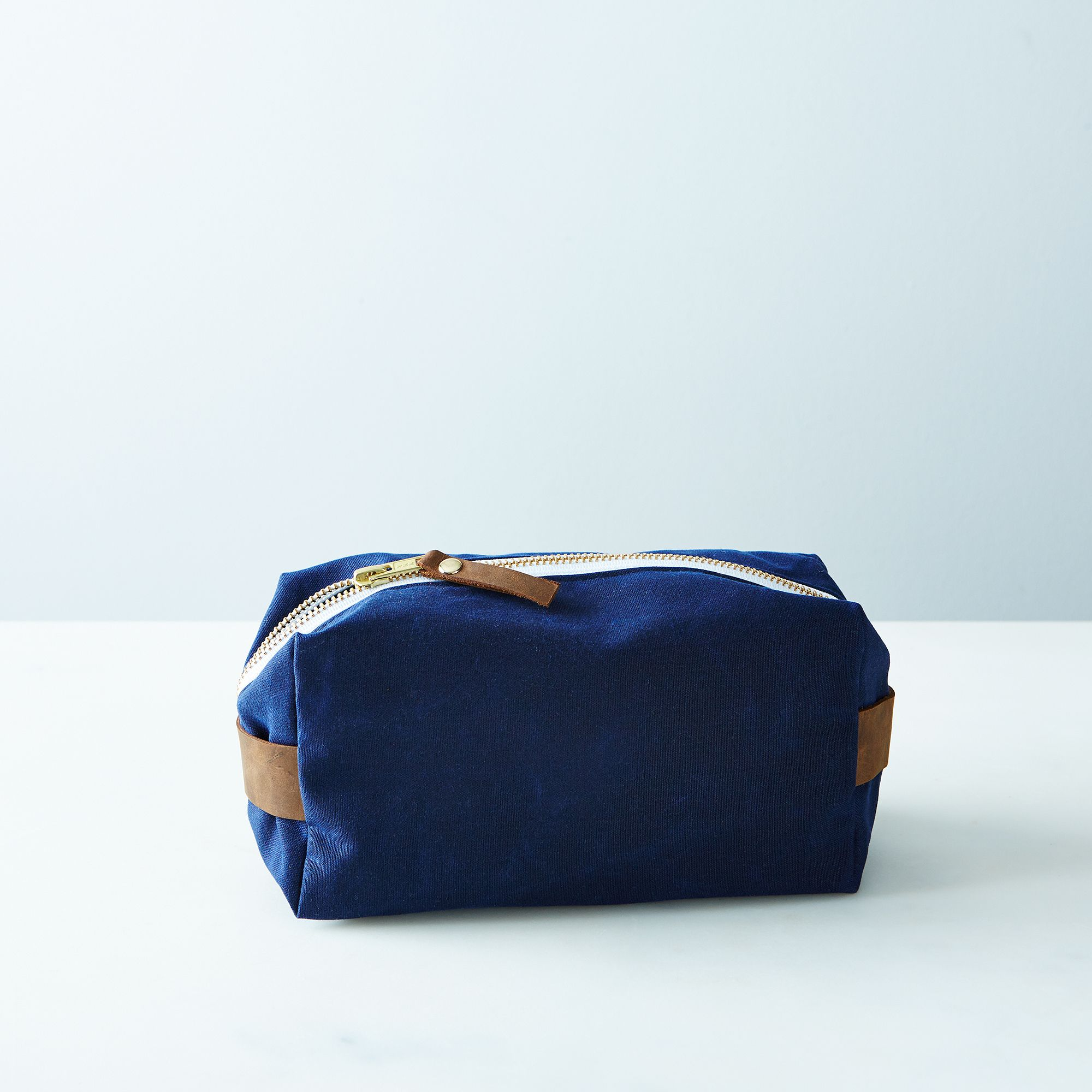 A643bfe6 a0f6 11e5 a190 0ef7535729df  butter design lab waxed canvas toiletries pouch weekender navy provisions mark weinberg 15 08 14 0935 silo