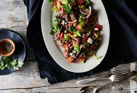 6f6b35d5 8bf8 41b9 a6a3 c12fb6a594b1  2015 0824 skirt steak salad with horseradish worcestershire sauce and hot sauce bobbi lin 8668