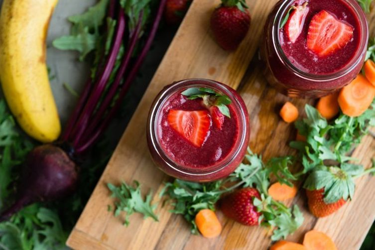 Whole 30 Green Smoothie: Carrot Beet Berry