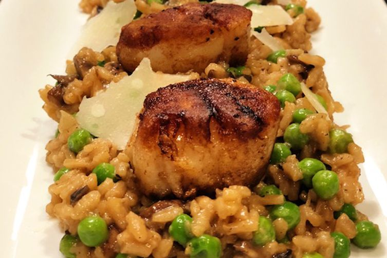 SPRING DINNER—-SCALLOPS WITH MUSHROOM AND PEA RISOTTO