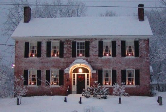 Colonial home styles pictures.