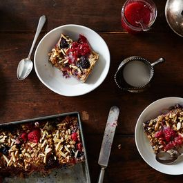 Fb868e78-08d1-4eb6-8096-20d1476f89d9--2015-0715_vegan-baked-summer-berry-oatmeal_mark-weinberg_332