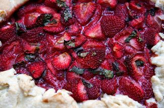 8a963c7b 2a00 4b28 a9ad 4635b446585a  strawberry tart