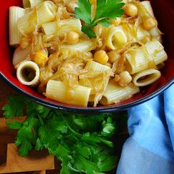 Caramelized Onion & Chickpea Pasta