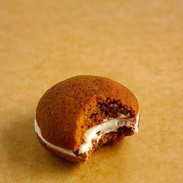 4315a566 4c18 4546 8f71 bd03fba30e9f  ginger cream whoopie pies3