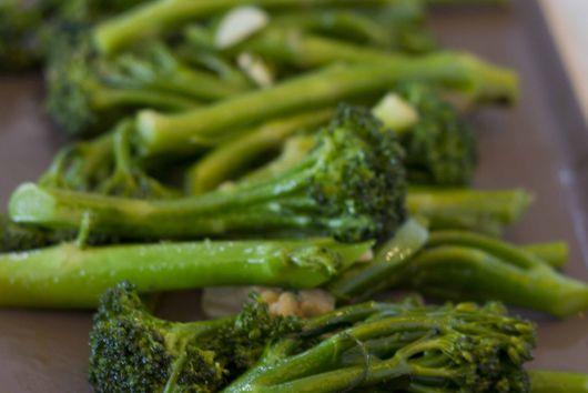 Broccoli with Garlic, Chili and Anchovy (broccoli con aglio, peperoncino e acciu