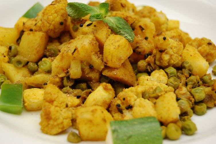 Aloo gobi a dry indian curry of cauliflower potato peas aloo gobi a dry indian curry of cauliflower potato peas forumfinder Image collections
