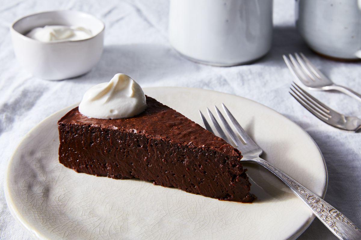 The Flourless Chocolate Cake We'd Cross an Ocean For
