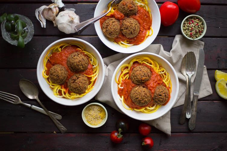 ZUCCHINI NOODLES WITH SPICY LENTIL BALLS