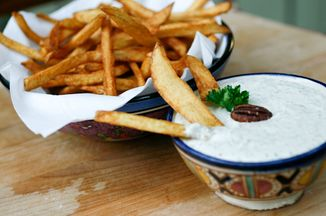 10164900-6f4c-4e2f-80cb-f6a2ca3d98fa--dip_with_fries-2