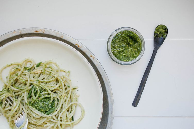 Vegan Spinach and Chive Pesto