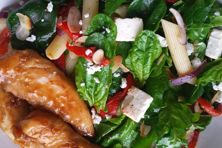 Fresh spinach and roasted red pepper salad with glazed chicken breast