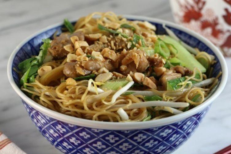 Addictive chicken sesame noodles with veggies