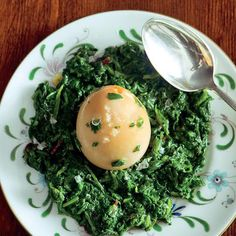 Huevos Haminados con Spinaci (Long-Cooked Hard-Boiled Eggs with Spinach)