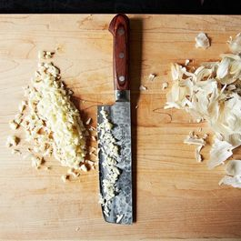 Best of the Hotline: Measuring Minced Garlic