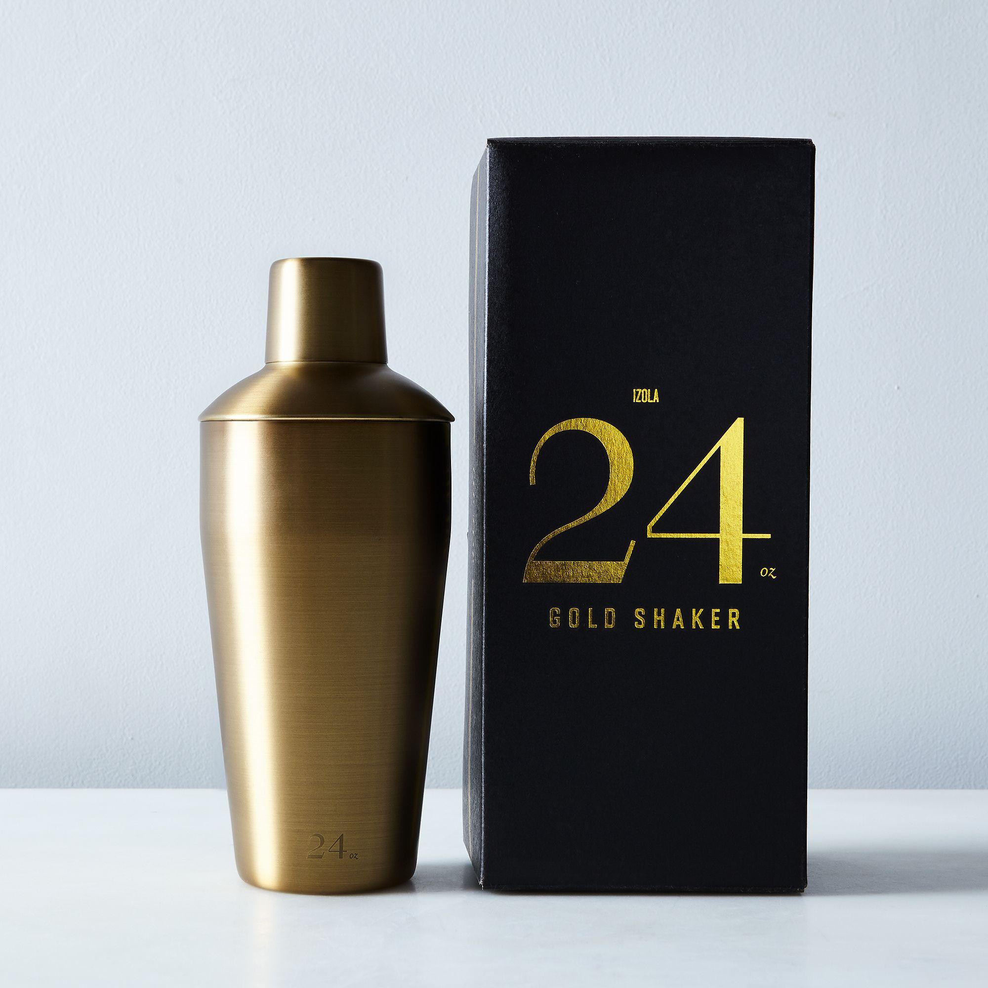 F4029978 e55a 4ac7 9fc5 e95111eb59c2  2016 1123 izola matte gold cocktail shaker detail silo rocky luten 060